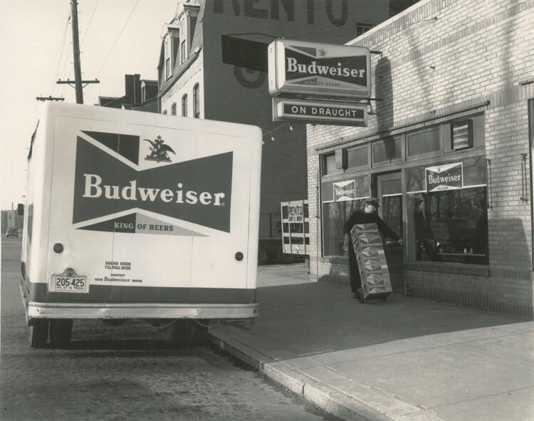 Best Beers - Bloomington, IN Beer Distributor - Vintage Delivery Truck
